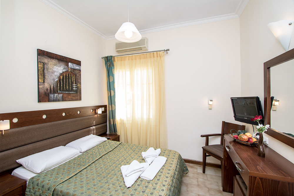 Image of another double room CLICK TO ENLARGE